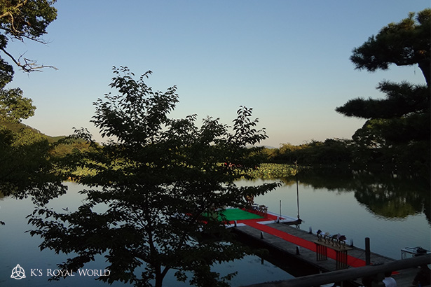 茶席から眺める大沢池